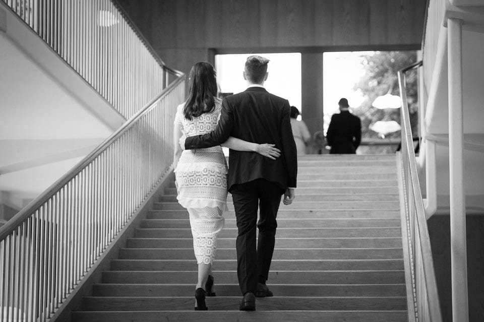 courthouse-gothenburg-wedding-couple.jpg